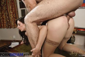 Сексвайф порно фото босс трахает раком на столе сексуальную секретаршу Саманта Бентли в одних лиш чулках photo #7