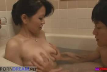 Принял ванную с молодой мамкой и получил полный контроль над ней  - скриншот номер 2