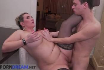Порно мать и сын секс на кухне