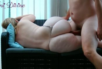 A guy fucked his wife with a big ass on the couch